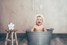 Baby In Der Badewanne Bottich Lachend Vintage Boho Style