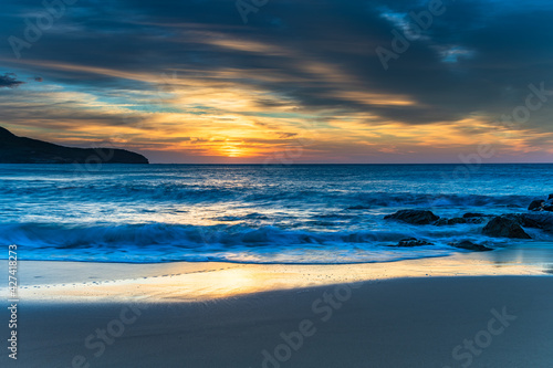 Fotografie, Tablou Sunrise at the beach with high cloud