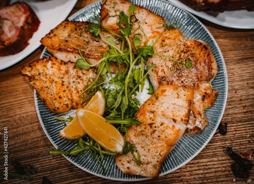 Fototapeta Catering/ zestaw mięs łosoś w sosie cytrynowym obraz