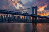 Fototapeta Nowy Jork - Zachód słońca w Nowym Jorku - Manhattan Bridge, w tle most brookliński