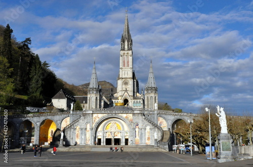 Fotografie, Obraz Lourdes, pilgrimage center, Basilica, city in France,