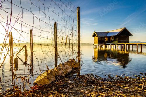 small hut at the starnberg lake Fototapet