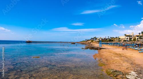 Tela Gorgeous tropic seaside with beatiful transparent sea and sunbeds