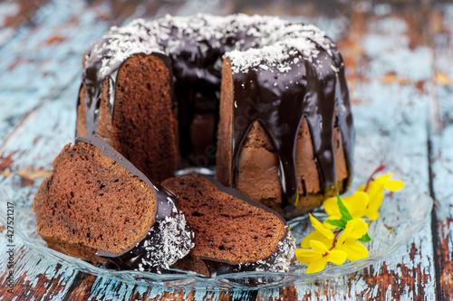 Fototapeta babka, czekolada, ciastka, jedzenie, deser, słodki, braun, muffin, pieczone, przepyszny, przekąska, piekarnia, biała, śniadanie, smaczny, cukier, domowe, muffin, duszek, czekolada, swiezy, ciasta obraz