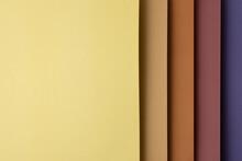 Papeles De Color Apilados En Vertical
