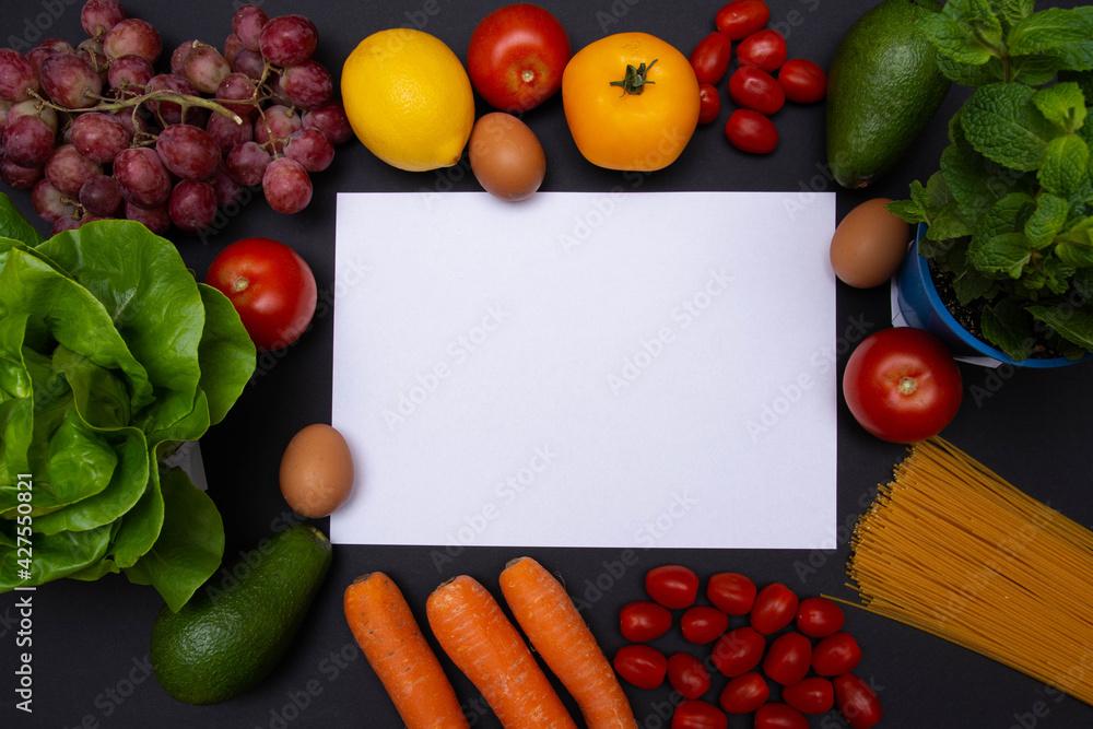 Fototapeta Flat lay, mockup, biała kartka z miejscem na tekst otoczona warzywami i owocami, zdrowa dieta i odżywianie