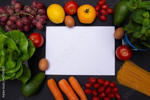 Obraz Flat lay, mockup, biała kartka z miejscem na tekst otoczona warzywami i owocami, zdrowa dieta i odżywianie - fototapety do salonu