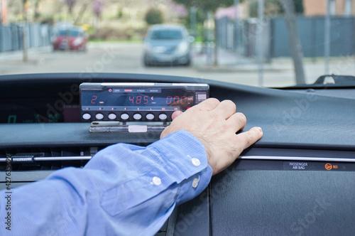 Papel de parede Cab driver using his cab meter to start a service.Selective focus