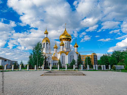 Cuadros en Lienzo Christian orthodox church in Russian countryside