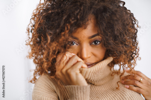 Portrait of cheerful model laughing at something. Pretty young woman in beige pullover. - fototapety na wymiar