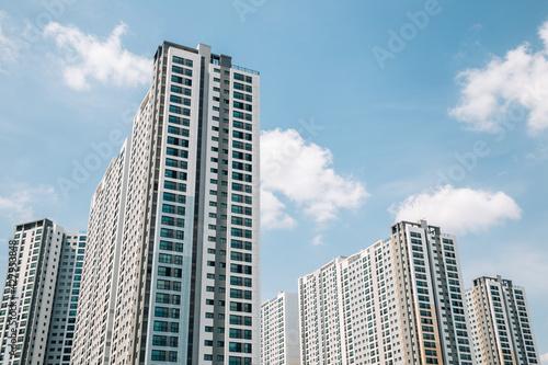 Fotomural Modern apartment building exterior in Korea
