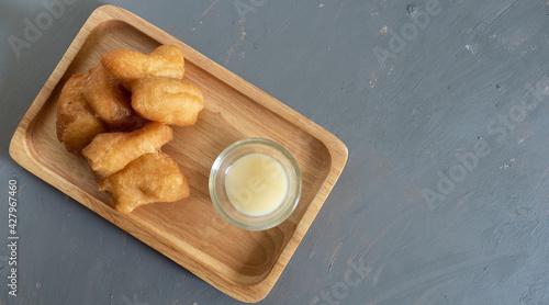 Fotografía deep-fried dough stick on grey background