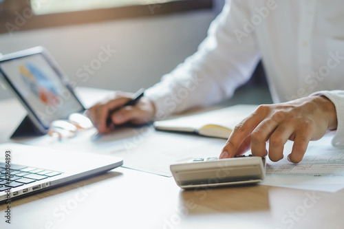 close up hands of accountant calculating tax refund using calculator Fototapet