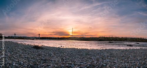 Fototapeta Beskid Sądecki, Stary Sącz, rzeka Dunajec, most Św. Kingi, zachód słońca obraz