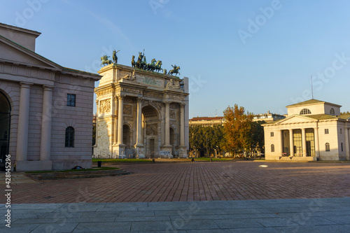 Arco della Pace, historic arch in Milan, italy - fototapety na wymiar