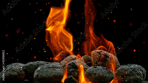 Foto Charcoal briquettes ready for barbecue grill.