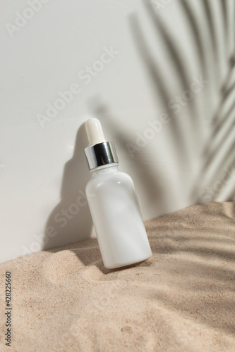 Obraz mockup of beauty fashion cosmetic makeup bottle lotion product with skincare healthcare concept on palm leaf coconut tree background - fototapety do salonu