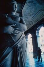 サンマルコ広場回廊の彫像