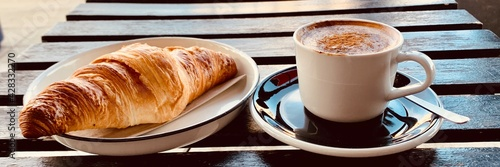 Canvastavla cup of coffee and croissant banner