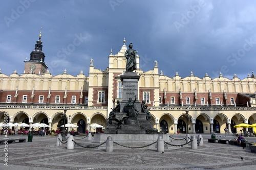 Fototapeta pomnik Adama Mickiewicza, Kraków, Rynek Główny, zabytki, obraz