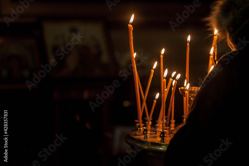 Cuadros en Lienzo Many burning wax candles in orthodox church or temple for ceremony easter