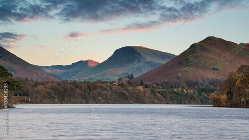 Fotografía Stunning long exposure landscape image of Derwent Water in Lake District during
