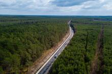 Droga Nr 123 W Przepięknym Otoczeniu Drzew I Roślinności.