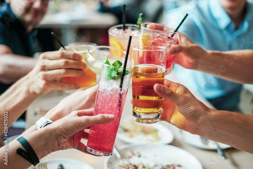 group of people drinking cocktails - fototapety na wymiar