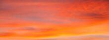 Cielo Con Nubes De Color Naranja Al Atardecer