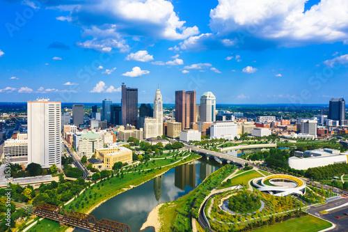 Fotografia Aerial view of Downtown Columbus Ohio with Scioto river