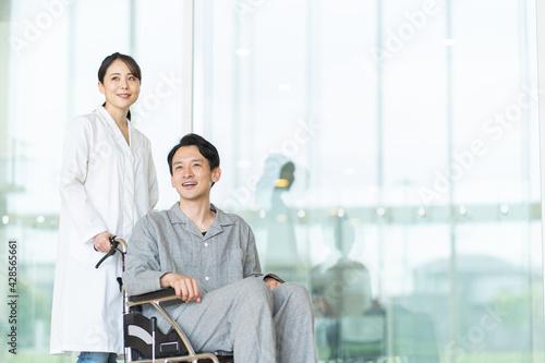 Stampa su Tela 車いすに乗る男性と女性