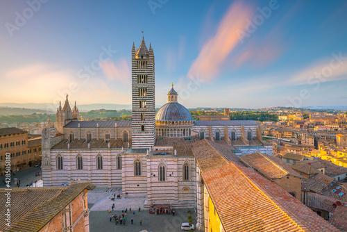 Obraz na plátně Duomo di Siena or Metropolitan Cathedral of Santa Maria Assunta in Siena, Italy
