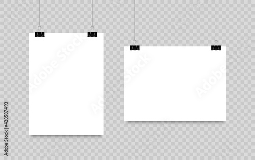 Papel de parede Blank poster hanging on clips