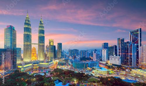 Kuala Lumper skyline at twilight - fototapety na wymiar