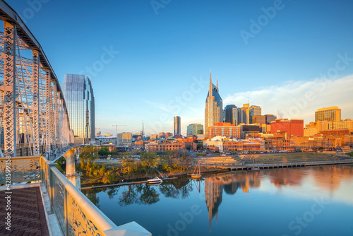 Nashville, Tennessee downtown skyline with Cumberland River in USA - fototapety na wymiar