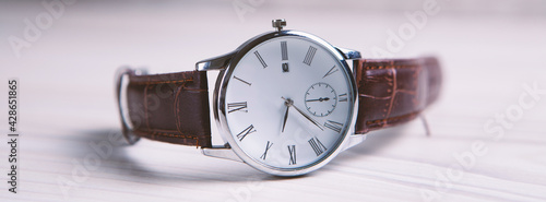 Canvas-taulu Elegant wrist watch close up