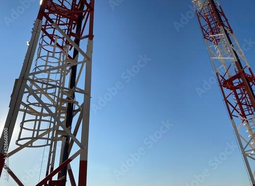 Torre de antenas para radiocomunicaciones de navegación aérea Fotobehang