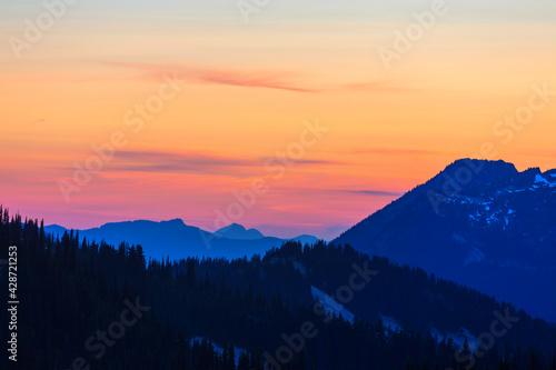 Mountains on sunset - fototapety na wymiar