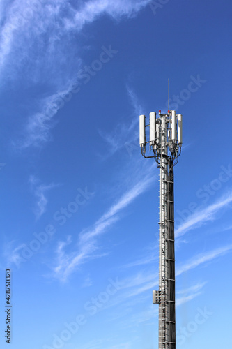 Cuadros en Lienzo Antennas for mobile phones mounted on the high tower
