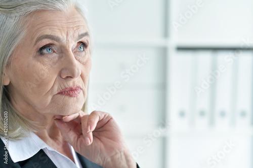 Fototapeta Emotional old businesswoman in office obraz