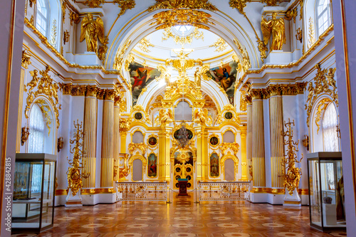 Interiors of Grand church of Winter Palace (Hermitage museum), Saint Petersburg, Russia - fototapety na wymiar