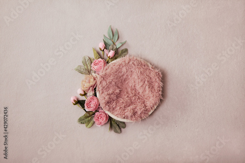 Canvas Print Beautiful newborn background - cream bowl with floral garland and pink faux fur