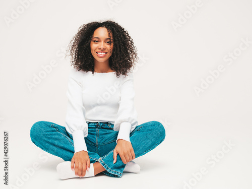 Fotografia, Obraz Beautiful black woman with afro curls hairstyle