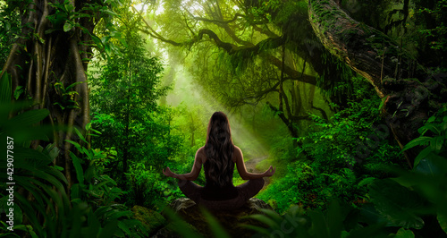 Stampa su Tela Woman doing yoga and meditation in the jungle