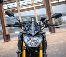 Moto Noire Roadster Motard Yamaha