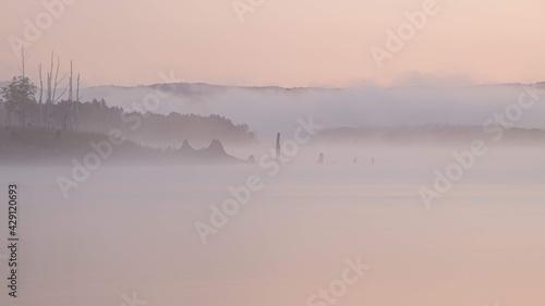 Foto 朝霧かかる朱鞠内湖の風景