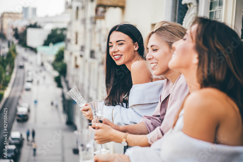Papel de parede Positive young women group in stylish pajamas with delicious champagne bottles d