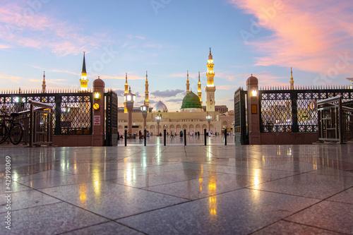 A evening shot of Green Dome Raula Masjid Al Nabawi Madeena,Saudi Arabia Fototapeta