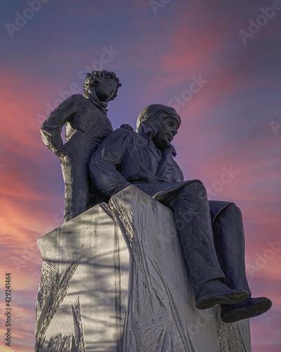 Photo The Statue of Antoine de Saint Exupéry and the Little Prince