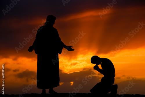Obraz Jezus i modlący się mężczyzna - fototapety do salonu